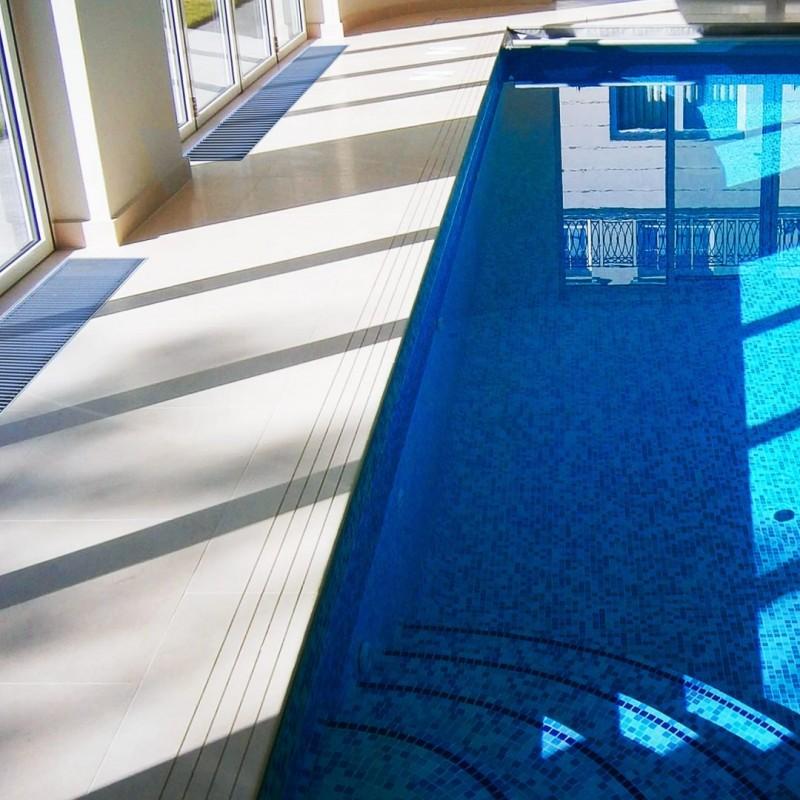 Ventiloconvector de pardoseala RADOX RCF - exemplu de montaj la piscine
